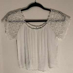 WHITE FOREVER 21 CROP TOP W/LACE SLEEVES